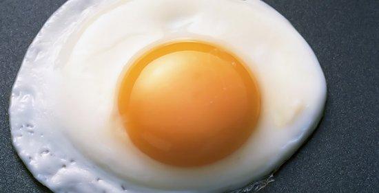 Сколько белка в жареных яйцах